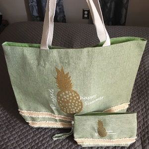 NWOT Pineapple beach bag and pouch